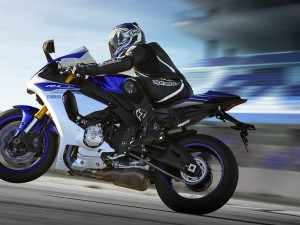2015-Yamaha-YZF-R1-EU-Race-Blu-Action-0021-Yamaha-YZF-R1-EU-Race-Blu-Action-0021