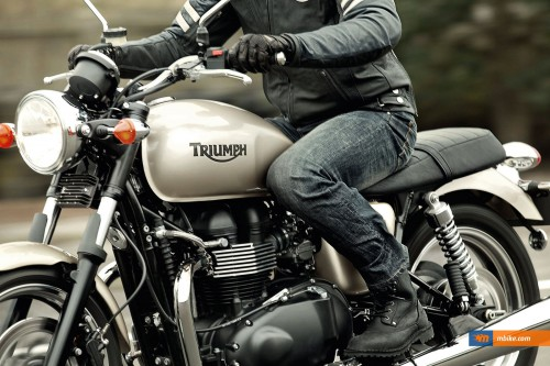 Triumph Bonneville 900 - click on the image