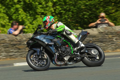 Kawasaki H2R hits 206 mph at Isle of Man
