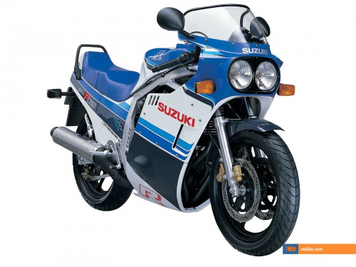 1985 Suzuki GSX-R 750   - click on the image for spec Suzuki GSX-R 750   - click on the image for spec